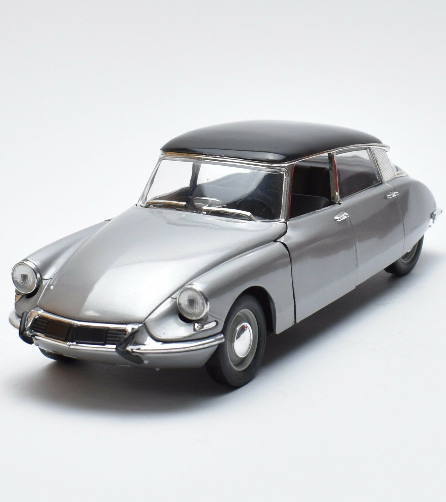 Solido Klassiker Citroen Berline Bj.1963 Limousine in silver, OVP, 1 18, K056