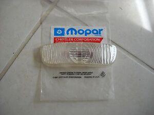 NOS-MOPAR-1953-CHRYSLER-WINDSOR-C60-PARK-LAMP-LENS-1495702