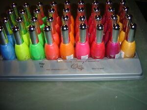 Vernis-a-ongles-fluorescent-FLUO-15-ml-BRILLE-sous-neon-UV-en-boite-de-nuit