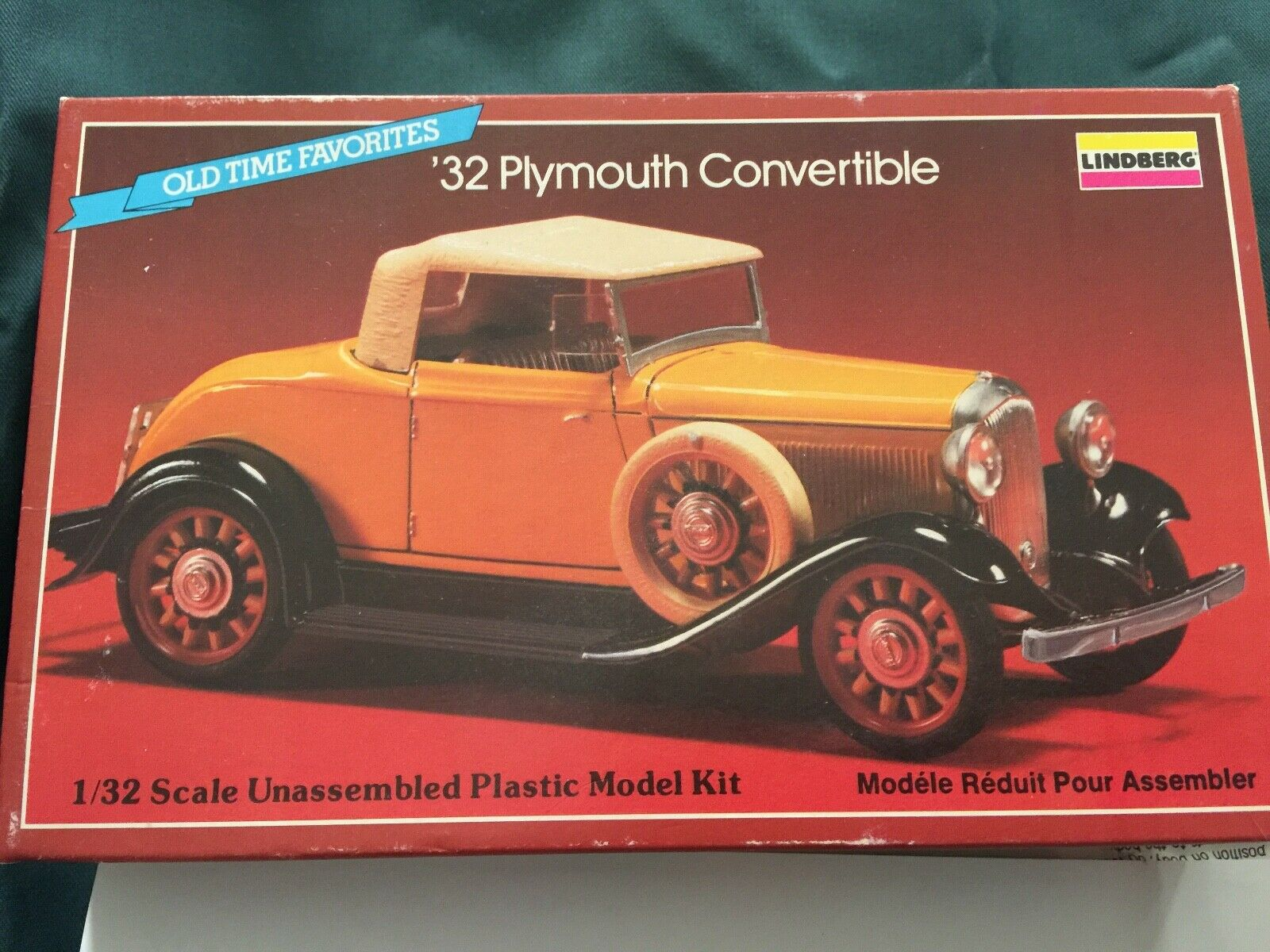 Lindberg Plymouth Congreenible1 32 Model Kit