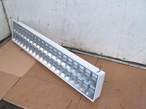 Deckenleuchte-Rasterleuchte-Hallenleuchte-Lichtband-2-Leuchstoffroehren-58-Watt