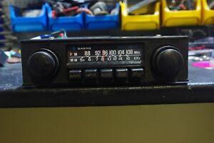 Oldtimer-SANYO-F-8502A-autoradio-alt-umpolbar
