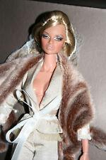 ~Femme Du Monde Natalia Fatalé Modern Pompadour 2006~FASHION Royalty~doll~NRFB