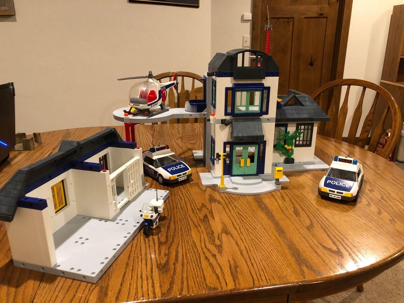 Police station Playmobil Bundle 3988, 3085,3908, 3904, 3957, 3915