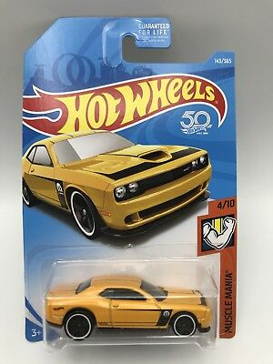 2018 Hot Wheels #143 Muscle Mania 4of10 /'15 Dodge Challenger SRT Yellow w//PR5 sp