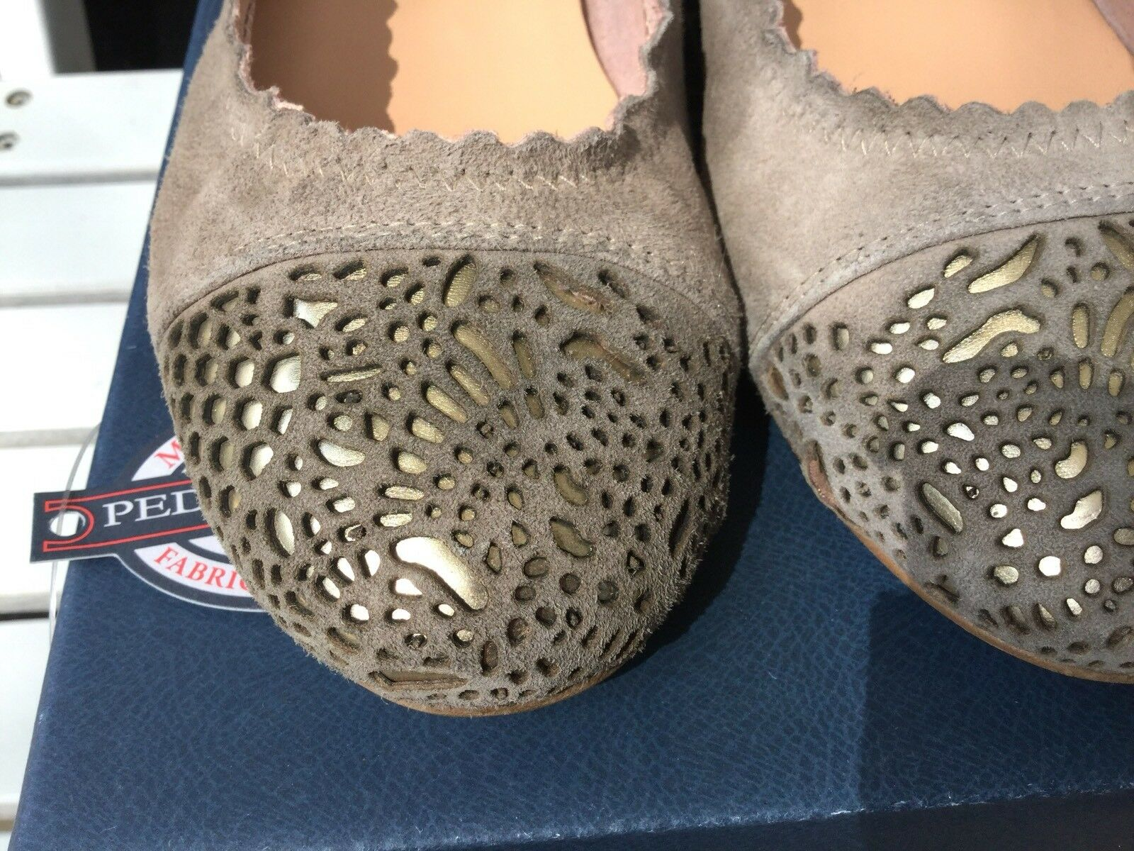 Pedro Miralles Pumps, Gr.38,5 taupe-or, cut out Details