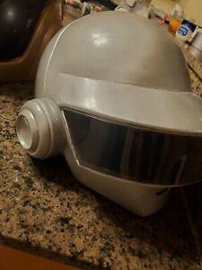 Daft-Punk-helmet