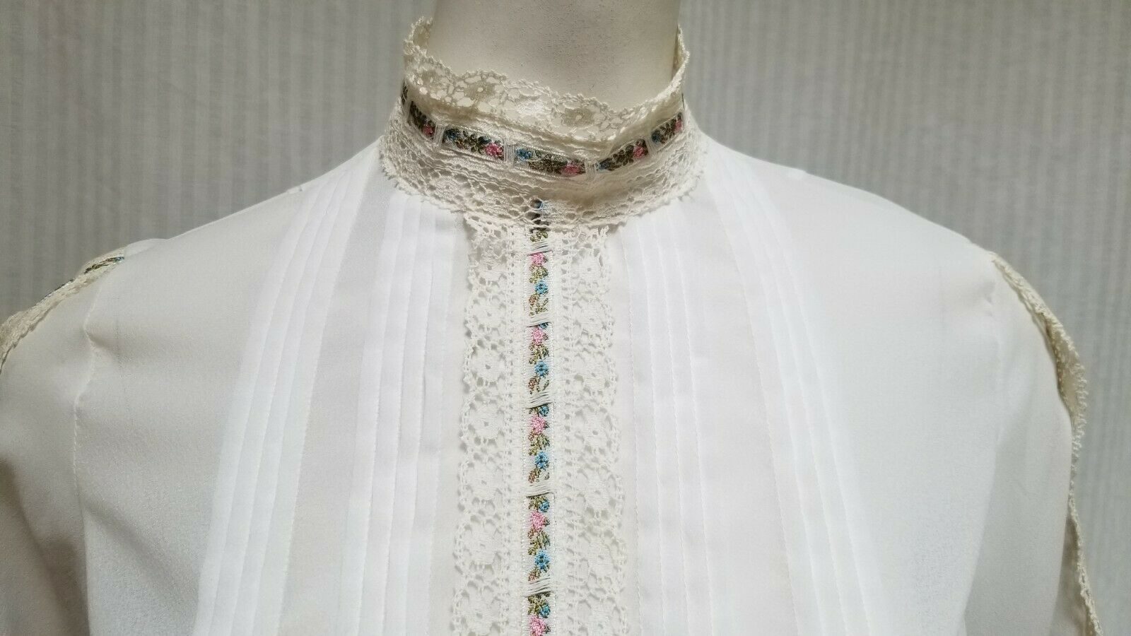 Vintage LORD & TAYLOR Ivory Crochet Lace Pleated … - image 2