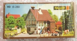Faller-280-H0-Faller-130280-Haus-mit-Storchennest-noch-original-eingeschweisst