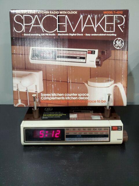 Ge Spacemaker Kitchen Clock Am Fm Radio Under Cabinet 7 4212