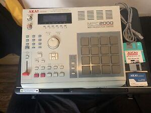 AKAI Professional MPC2000 MIDI Production Center