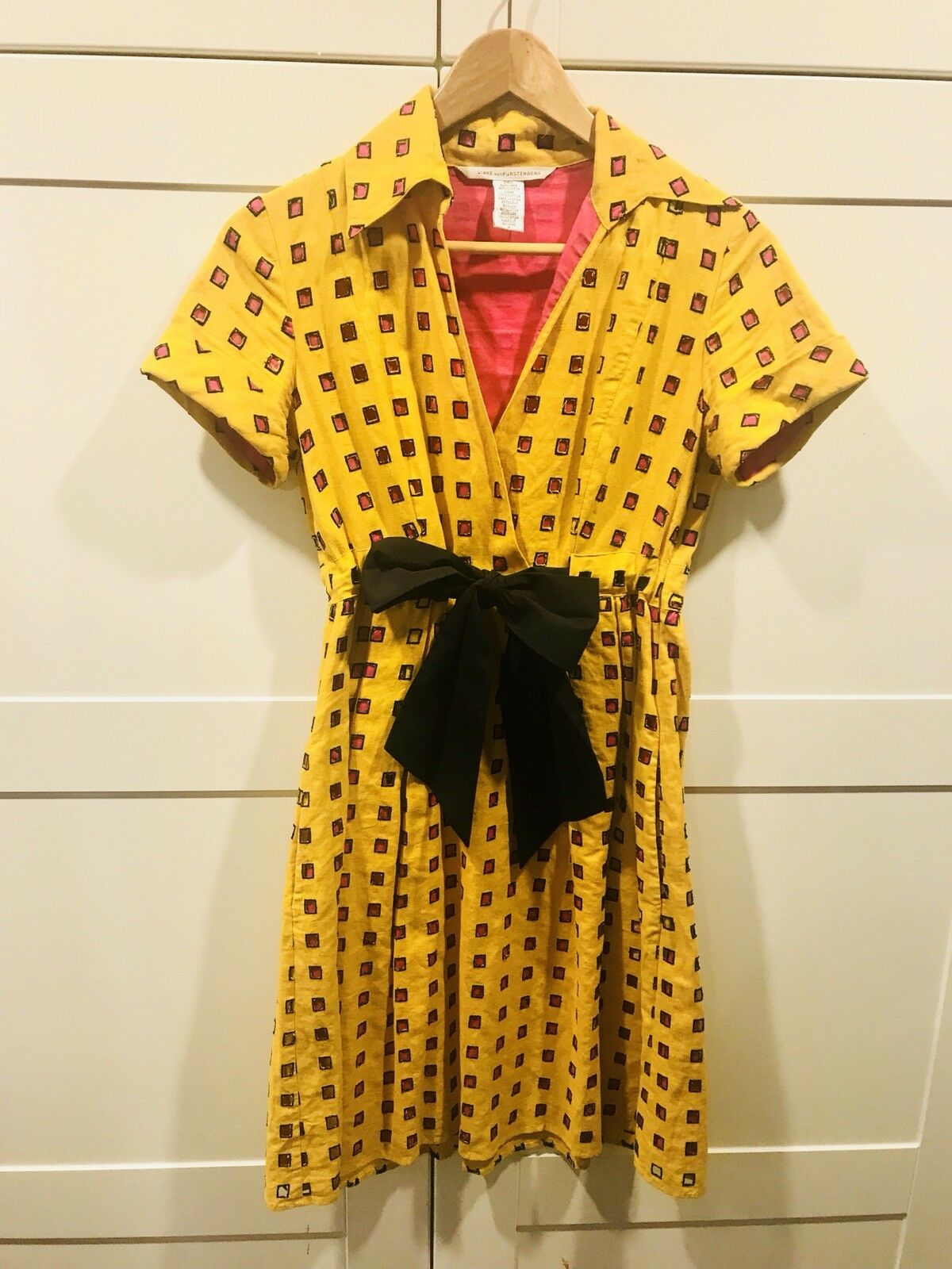 DVF DIANE von FURSTENBERG Yellow square cut-out Dress w w w pink lining size 4 RARE  a5e04c