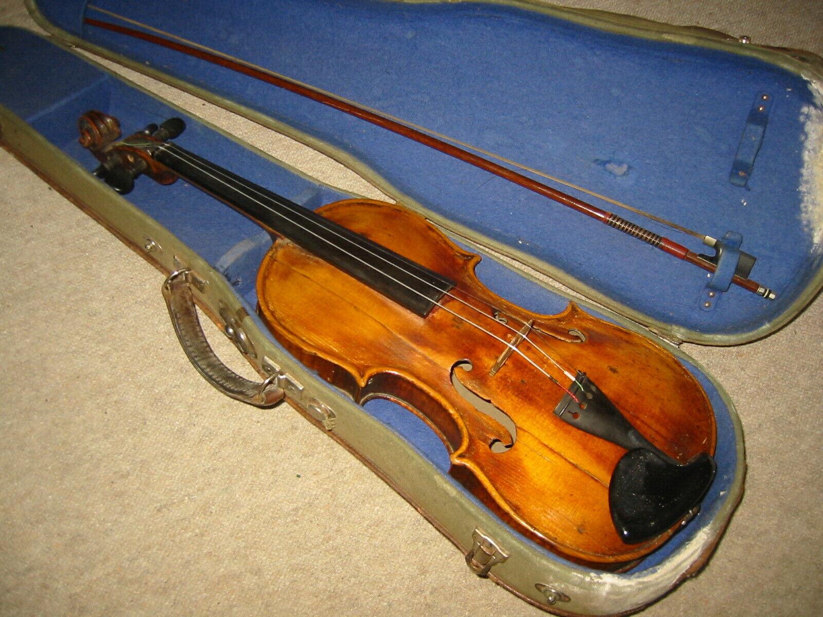 Gut gebrannt, sehr alte Geige, muss repariert werden