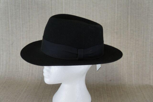 Fedora hat black size medium.