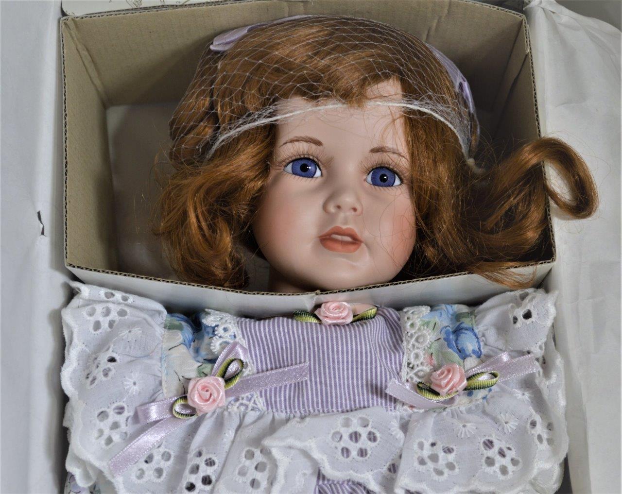 Nuevo En Caja Vintage KINGSTATE Prestige Collection 'Betty' 20  Muñeca De Porcelana certificado de autenticidad