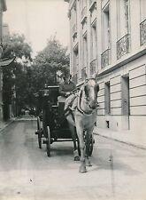 PARIS c. 1947 - Melle Chable Femme Cocher  Fiacre  Cheval  Villa Saïd - DIV 9631