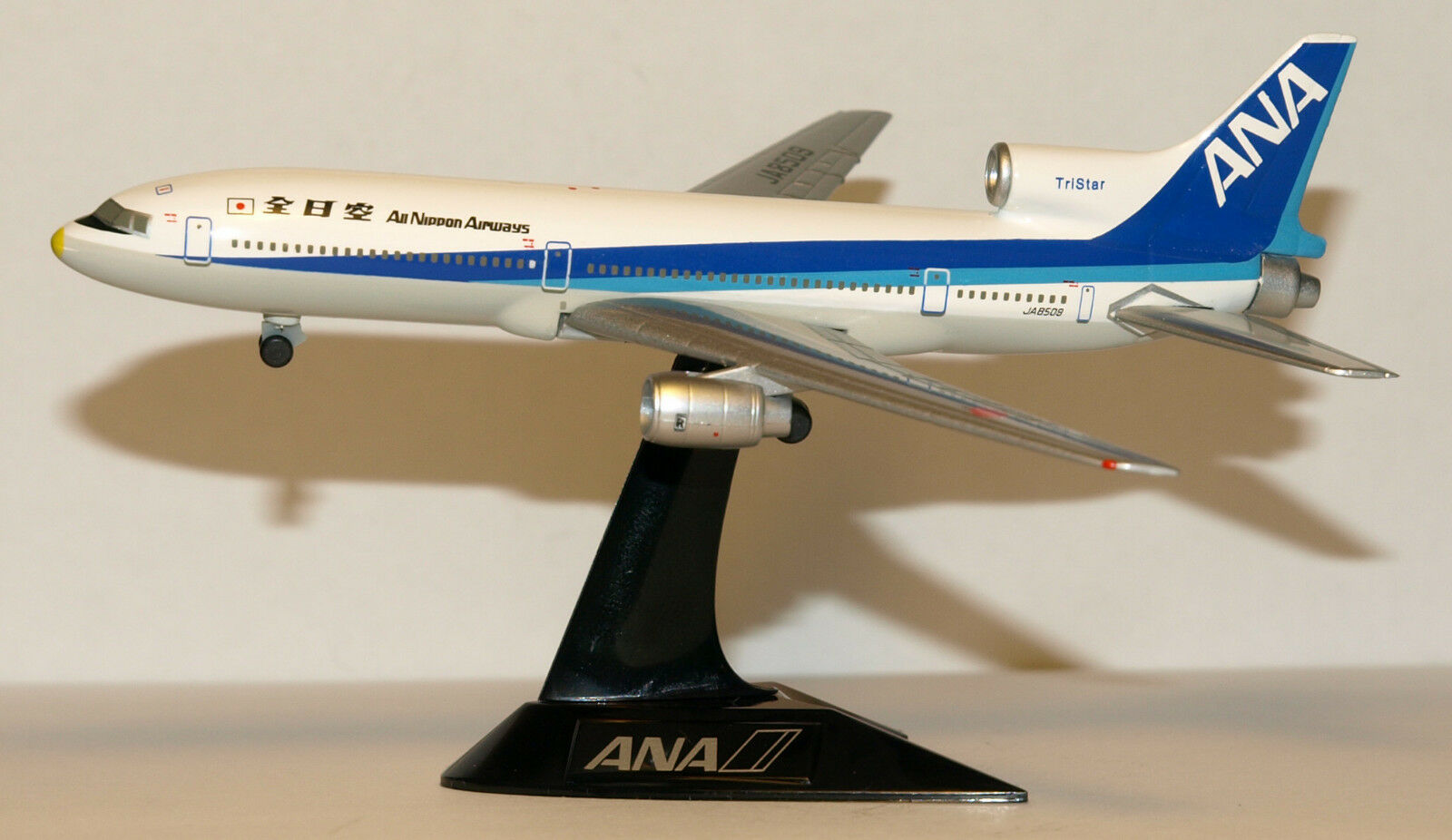 Herpa Wings 1 500 All Nippon ANA Lockheed L-1011 Tristar id NH50006 relsd 2000