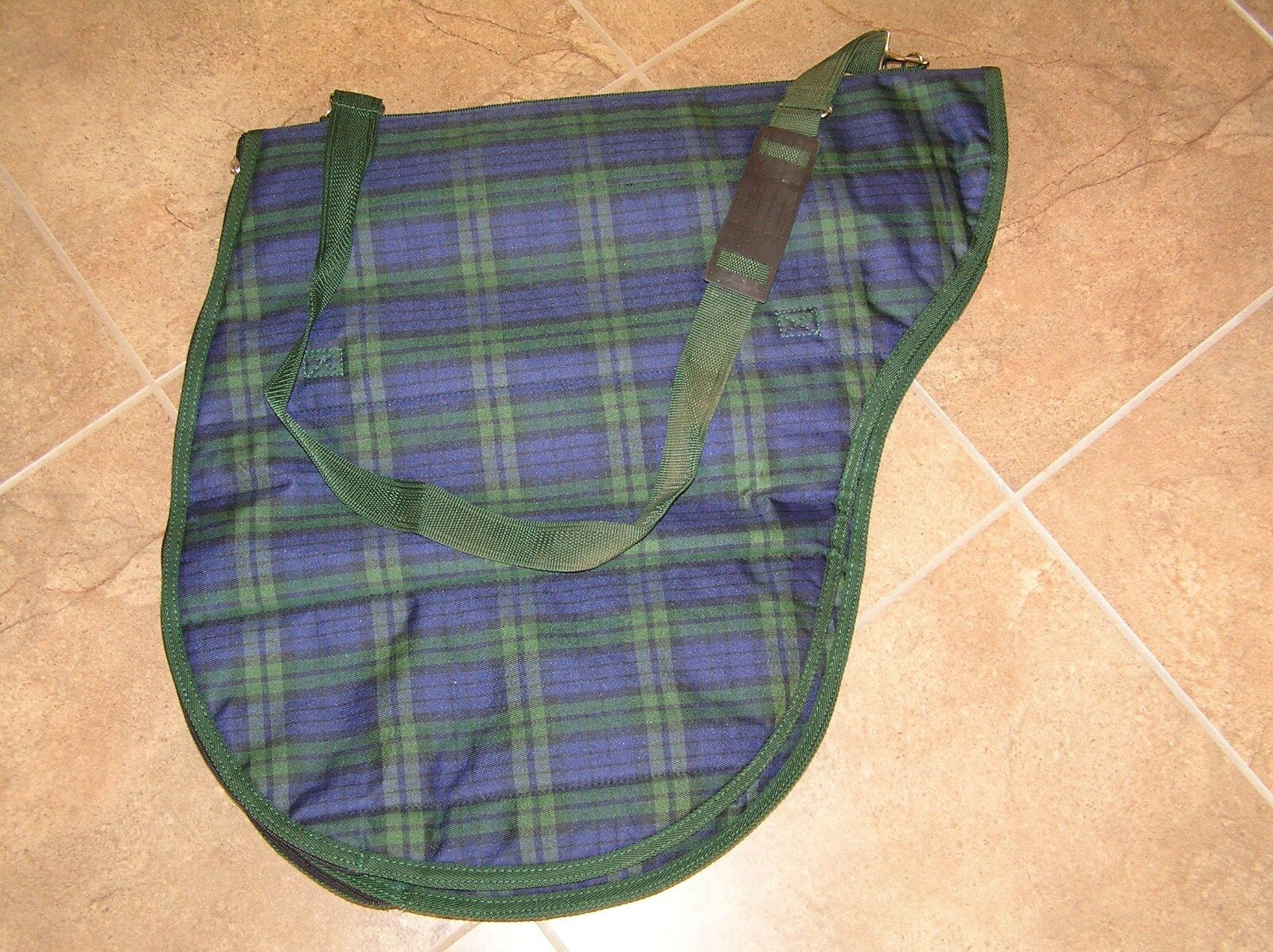 NEW UNBRANDED QUILTED HEAVY CORDURA ENGLISH SADDLE ZIPPERED CARRIER BAG
