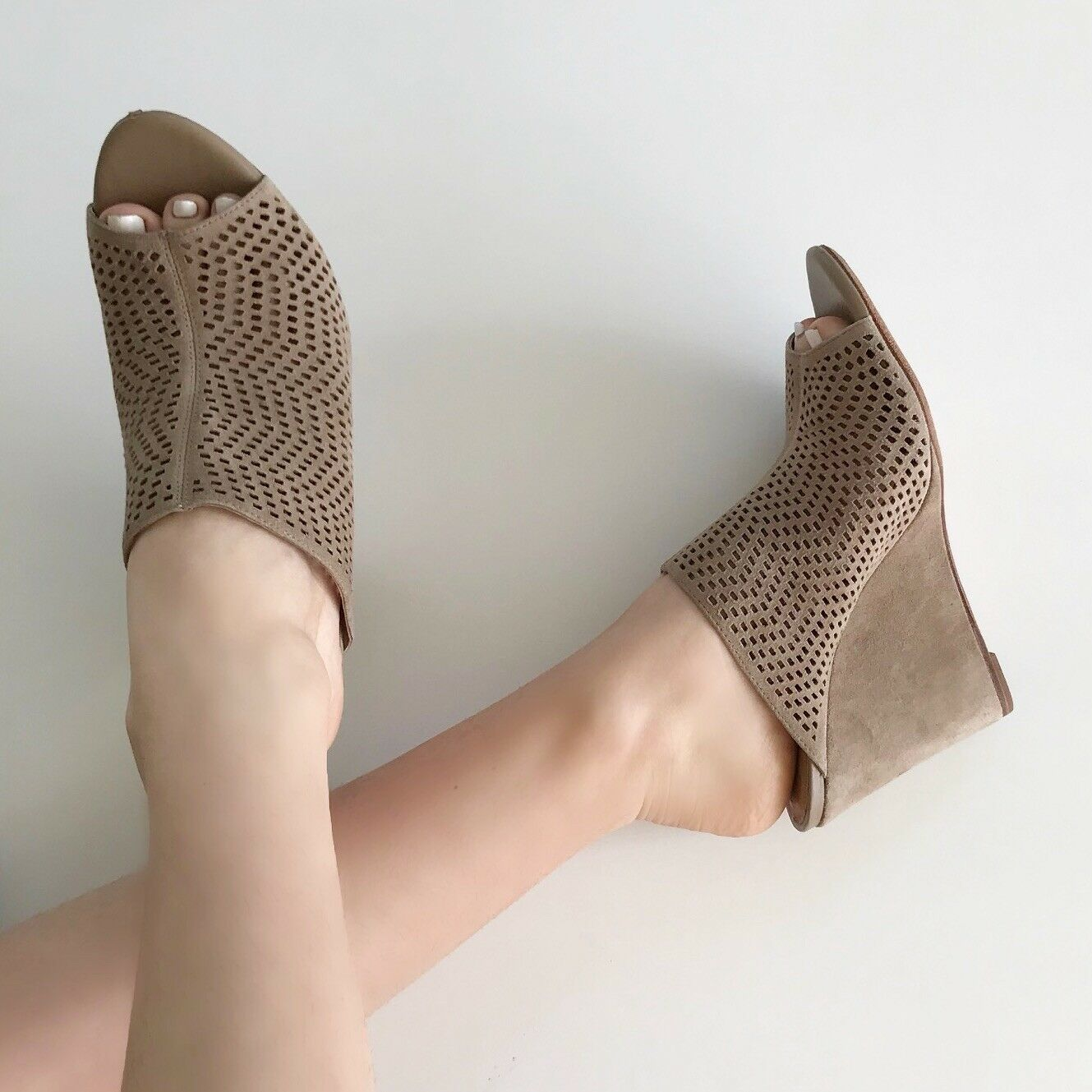 """Joie Kellie Perforated Wedge Wedge Wedge Mule Sandal in """"Putty"""" MSRP  295 - Taille 39.5 9aac29"""