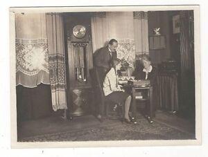 8-23-FOTO-FAMILIEN-IDYLL-1928-STANDUHR-BRETTSPIEL-MADCHEN-MIT-ZOPFEN