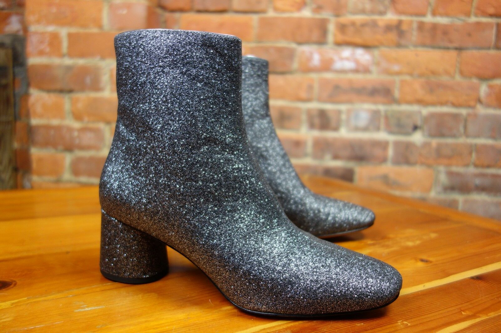 MARC JACOBS simply stunning GLITTER boots. NEW. Original box bag. Cost