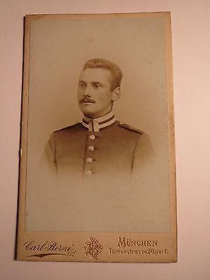 Kreativ München - Soldat In Uniform - Auf Der Schulter Ein Krone / Cdv
