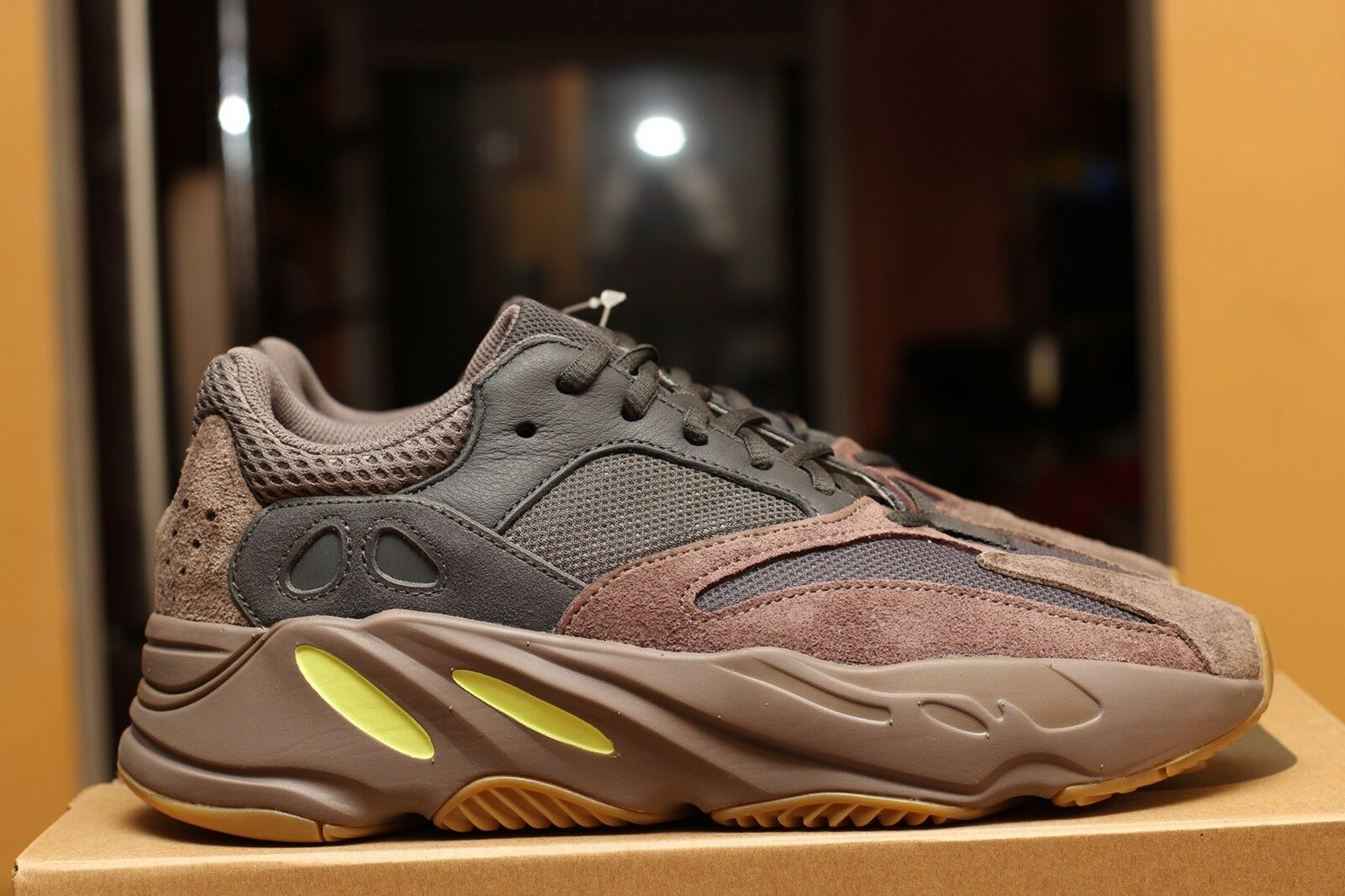 ADIDAS YEEZY BOOST 700 MAUVE  taille 10.5 DS 100% Authentique EE9614