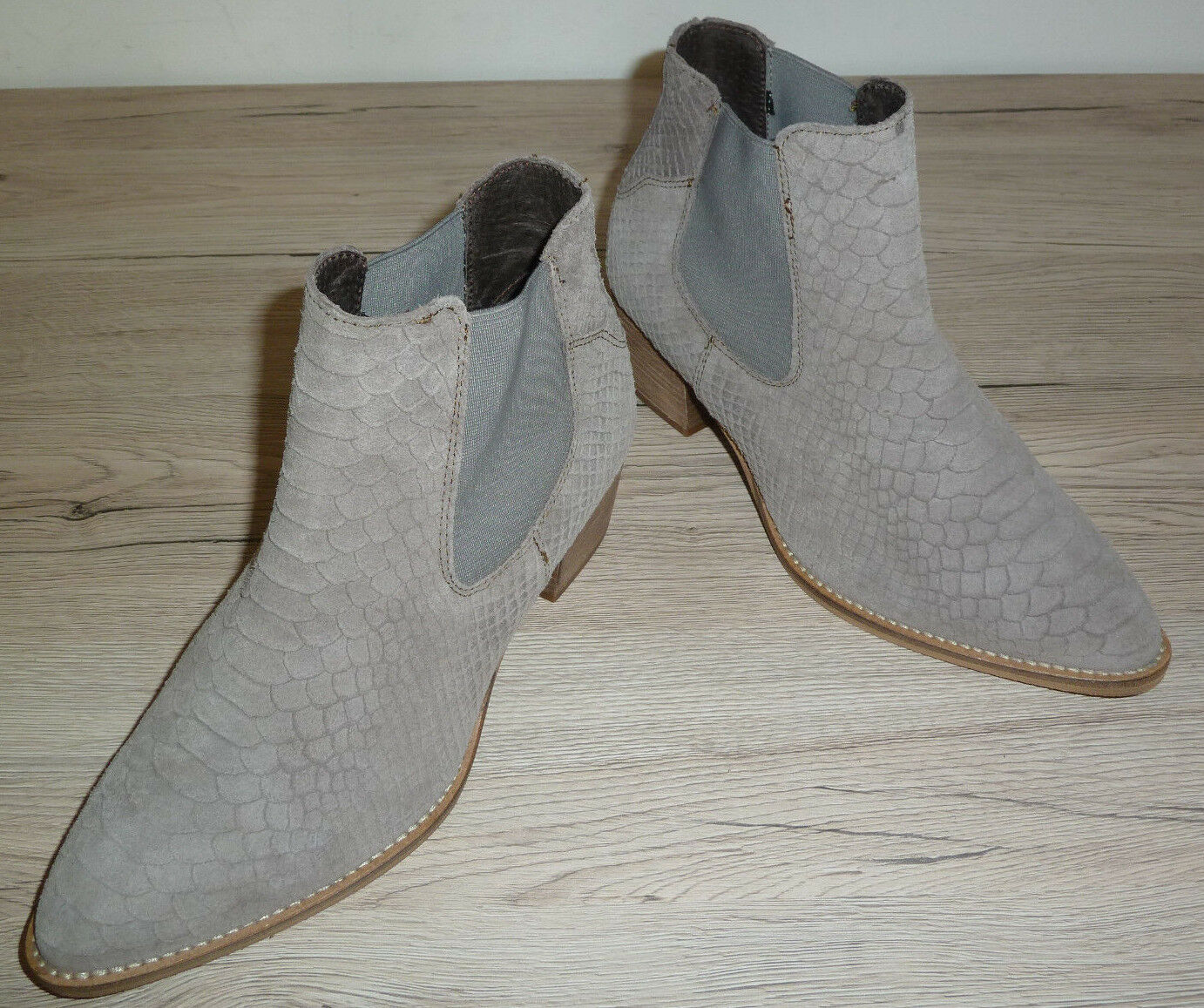 NEU     Invito      Damen Stiefelette Gr. 39 UK 6 // grau Velours Made in  45ab65
