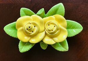 Ceramic-Yellow-Rose-Salt-and-Pepper-Shaker-set-of-2-on-green-leaf-tray-MINT