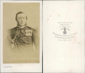 Gallot-Cherbourg-Homme-en-uniforme-militaire-aux-de-nombreuses-decorations-ci