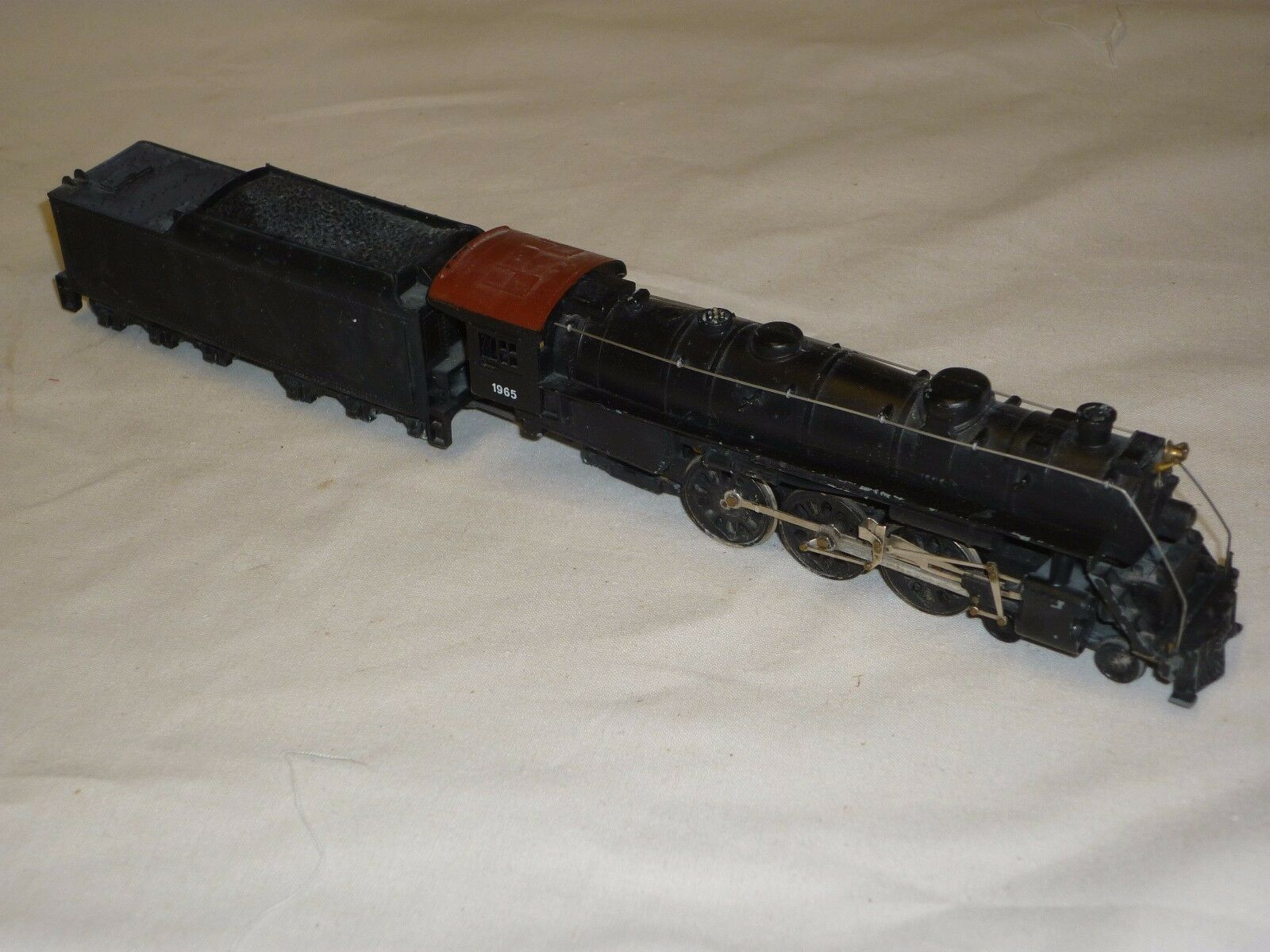 A used  American loco and tender, possible a Mantra 4-6-2 Pacific. un tested.