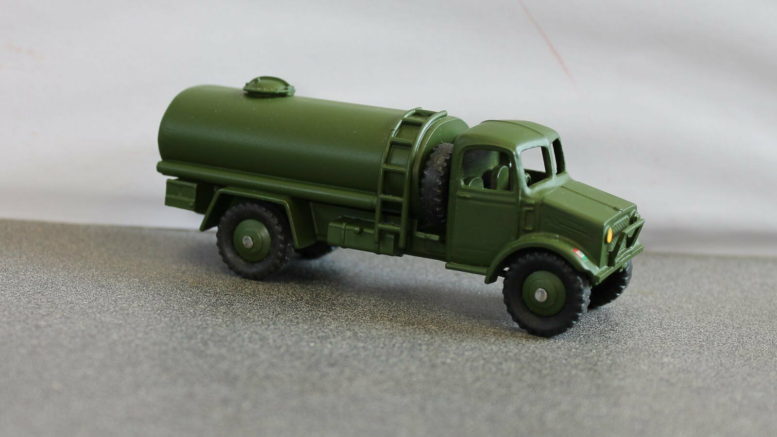 Dinky B & B (British Army) Bedford 4 x 4  3 Ton  Fuel Tanker Code 3