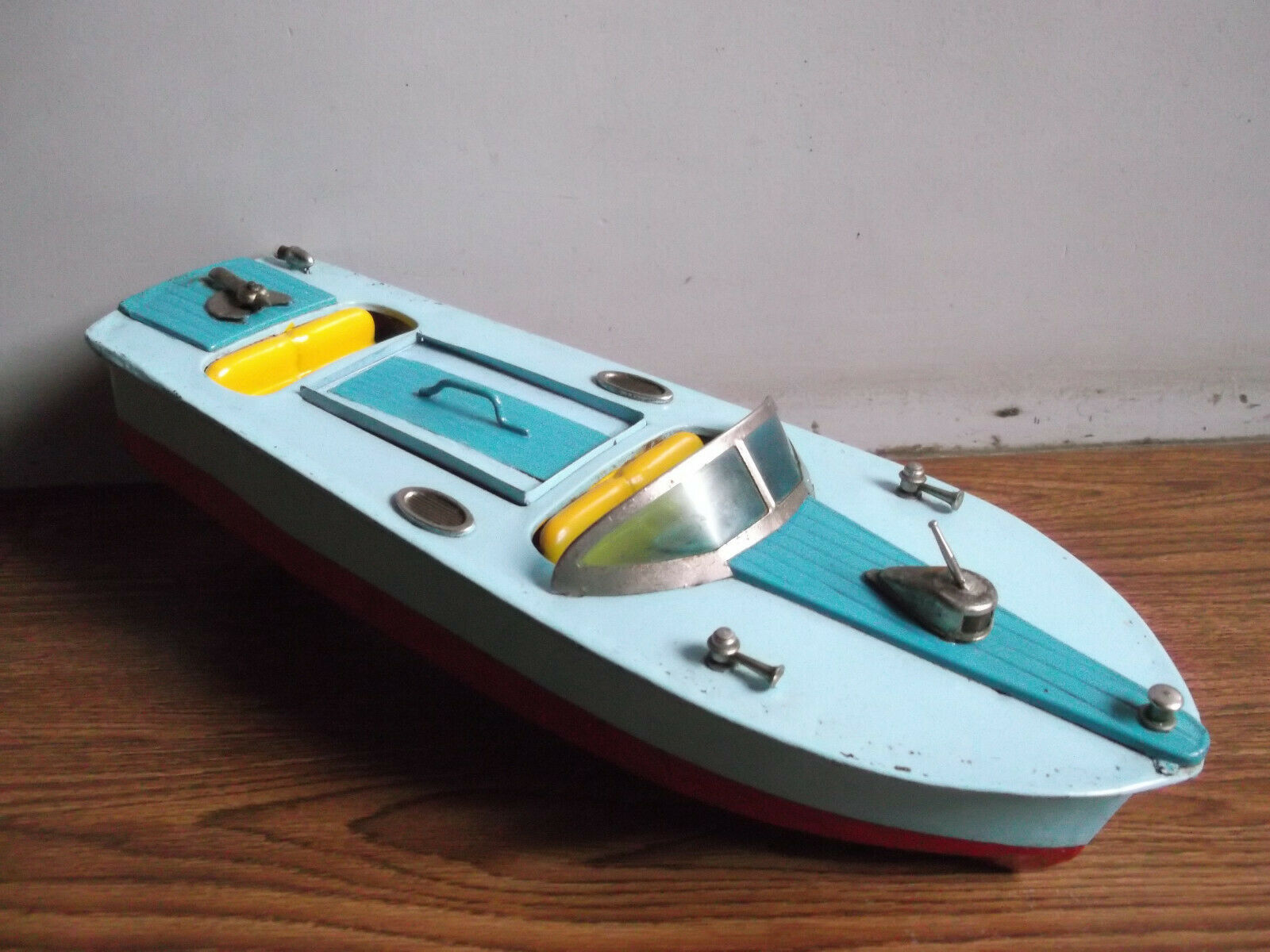 Rare vintage battery powered tin toy motor boat made in Japan (Working order).