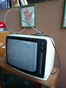 Televisore-tv-anni-70-12-tasti-modello-801-marca-Mivar-color-bianco-panna-14-034