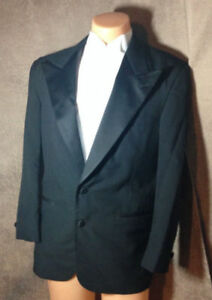 Nice-Black-Shiny-Pointed-Lapel-Ralph-Lauren-Chaps-Tuxedo-Jacket-Made-in-the-USA
