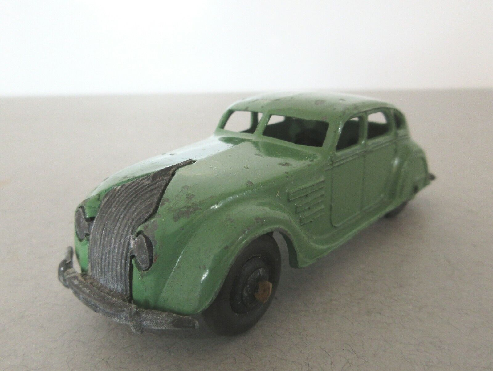 Dinky Toys Early Version Chrysler Airflow Saloon - 1940s Dinky Toy Cars
