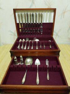 Schoene-Vintage-National-Silver-Co-65pc-Bestecke-mit-original-Holztruhe
