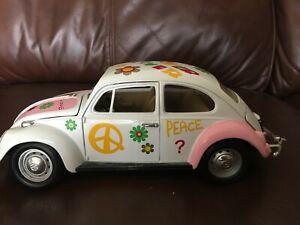 Road Legends 1:18 1967 Volkswagon Beetle Flower Power PEACE Die Cast Metal
