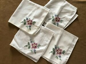 Set-of-4-Vintage-embroidered-floral-napkins-dinner-ware-table-fabric-flowers-lot