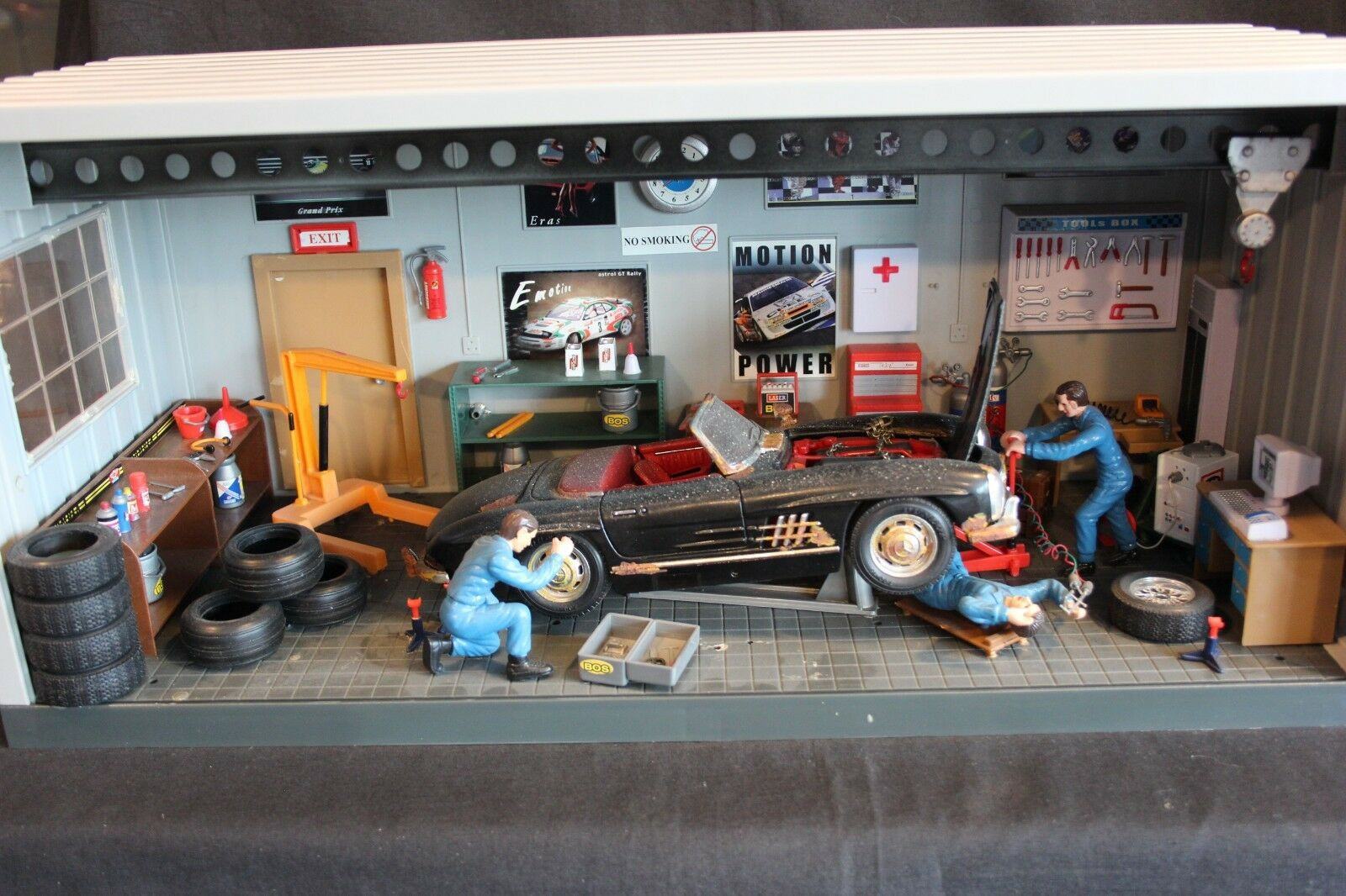 Diorama Mercedes-Benz Work shop 1 18 Mercedes-Benz 300 SL  barn find