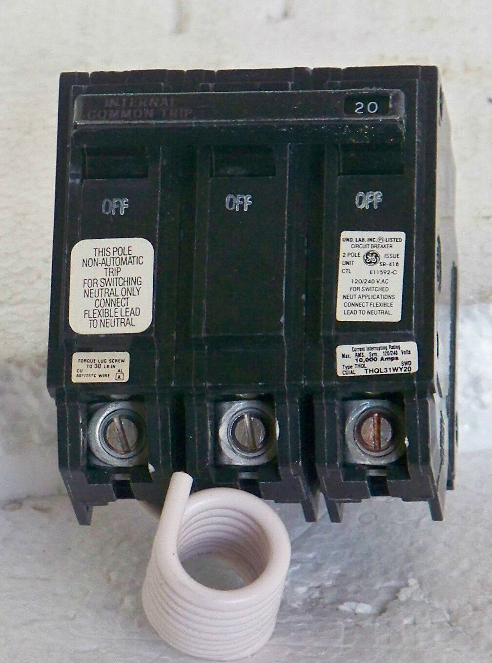 Thql31wy20 Ge 2 Pole 20 Amp 240 Volt Switched Neutral Ebay The Circuit Breaker Is A Switch Designed To Automatically Shut Off