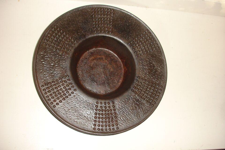 Støbejerns skål