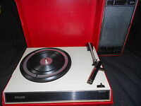1970s RED PHILIPS PORTABLE RECORD PLAYER TURNTABLE SUITCASE RETRO VINTAGE
