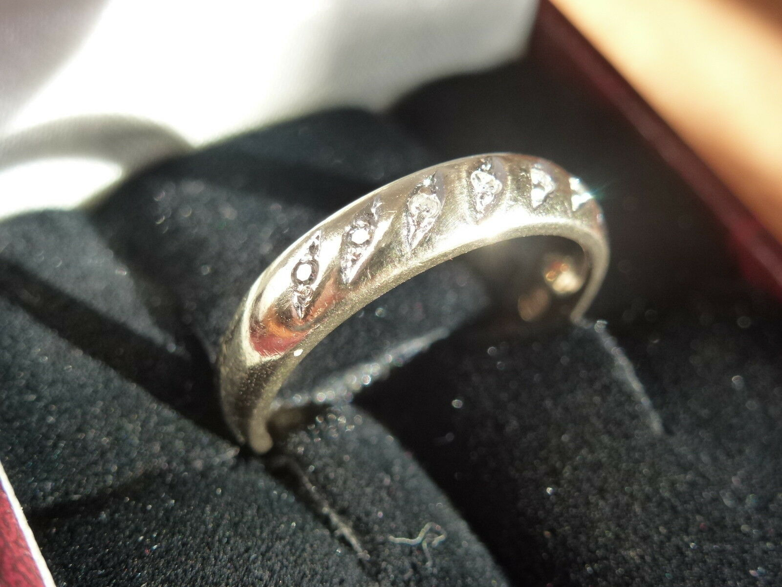 9k 9ct Solid gold Diamond Ring. Size M 6. 2.49g