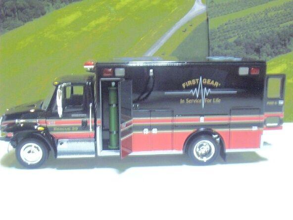 First Gear Club Edición Internacional EMS ambulancia de la serie 4400 19-0039