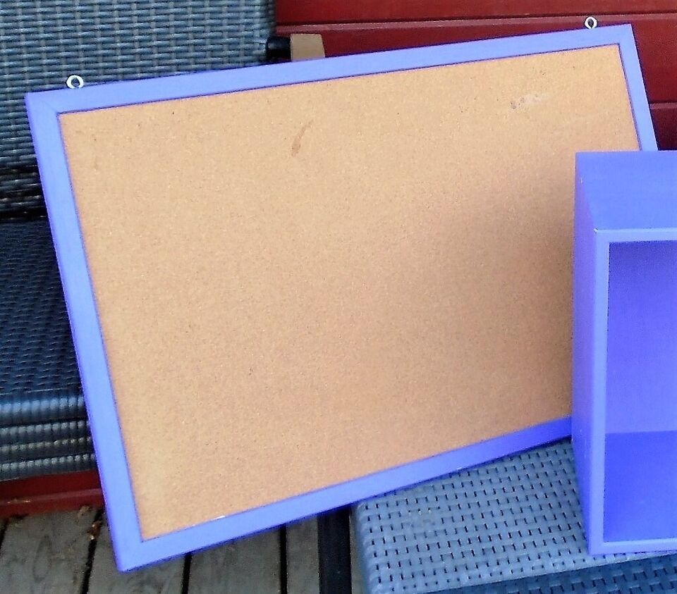 Opslagstavle, klassisk opslags-tavle, med lilla kant