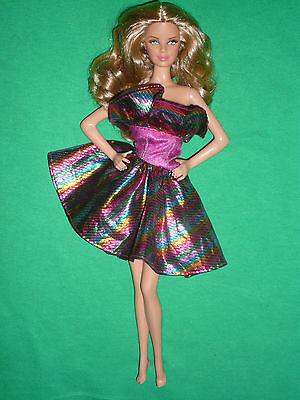 Bambola Barbie Moda ~ Senza Spalline Multi Colore Metallico Lucentezza Abito ~ Bambola Non Inc-mostra Il Titolo Originale Una Gamma Completa Di Specifiche
