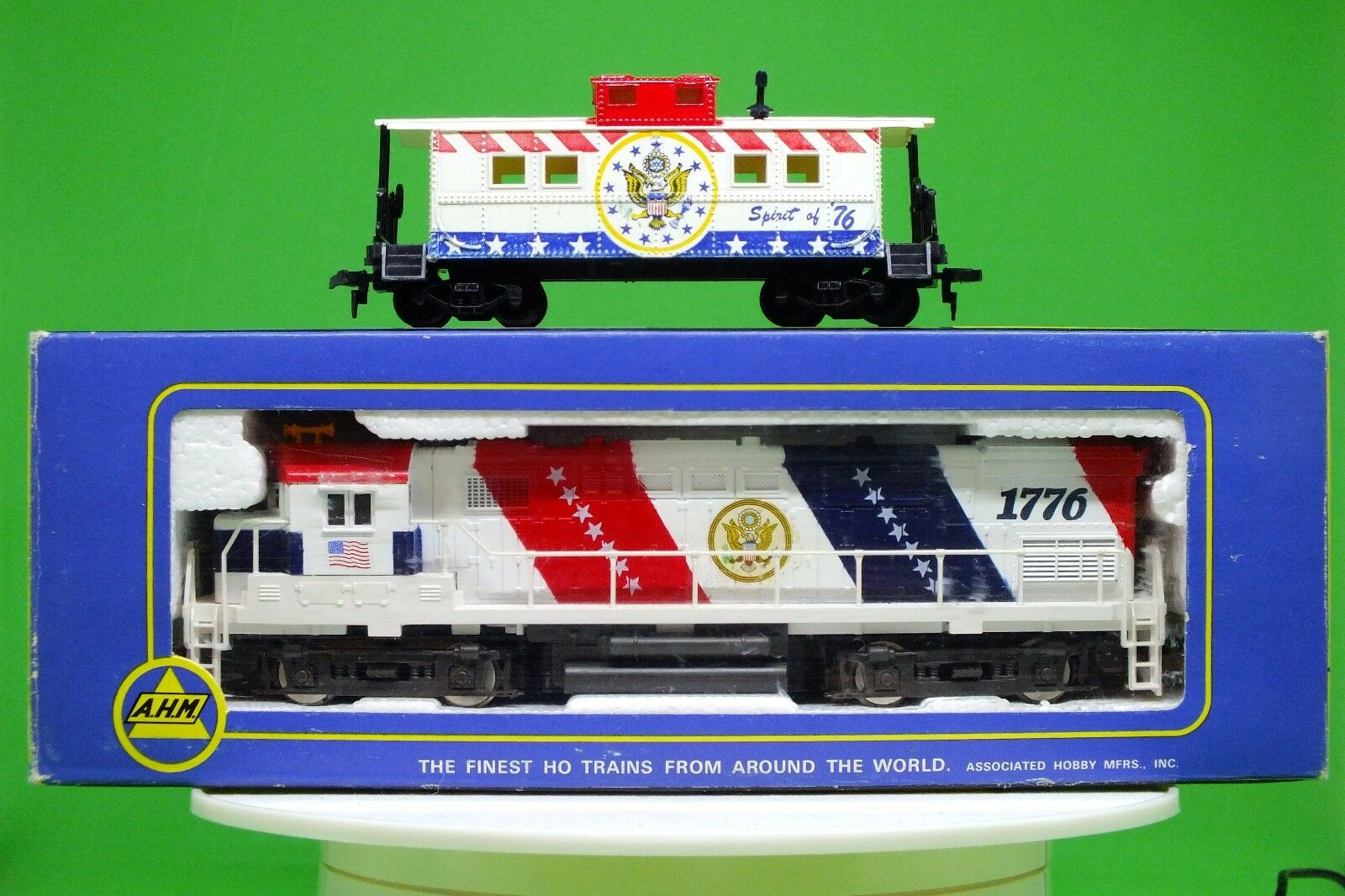 AHM HO 5015 Spirit Of 1776 Alco Century 424 Diesel Locomotive & Caboose. NEW.