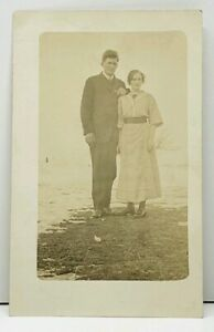 RPPC-Young-Couple-Having-Picture-Taken-c1915-Postcard-H12
