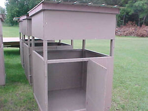 Enclosed wooden wood deer stand blind ground or can put on for Deer ground blind plans